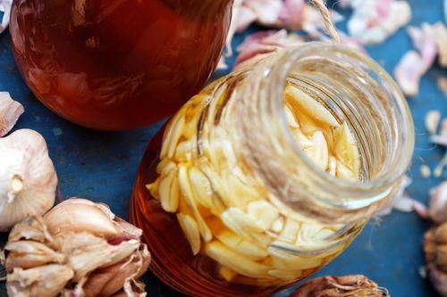 raw garlic and honey